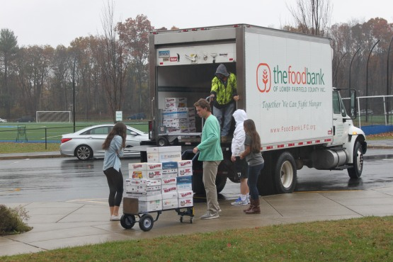 senior-class-candy-drive-donation-to-food-bank-008
